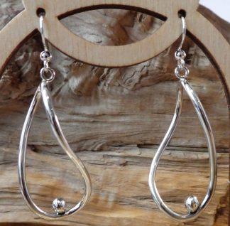 Boucles d'oreille en fil d'argent avec des perles d'argent