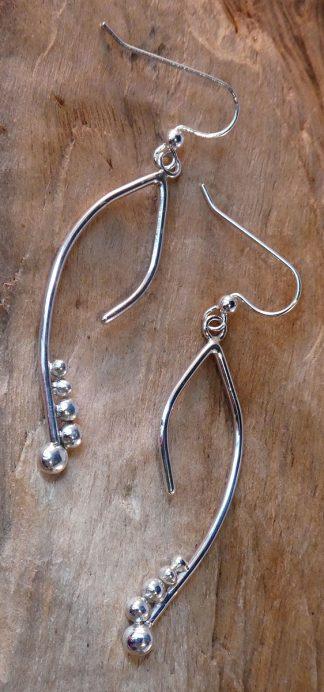 Boucles d'oreille en fil d'argent plier avec des perles d'argent