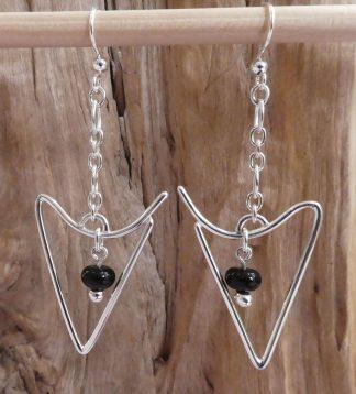 Boucles d'oreille Argent 925, en fil forme triangle inversé et Onyx noir