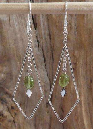 Boucles d'oreille Argent , en fil, en forme de losange et Péridot vert olive