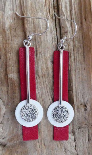 Boucles d'oreille Argent 925, une barre avec un cercle au bout, martelé pois et Cuir blanc et rouge - Spécial Doudou
