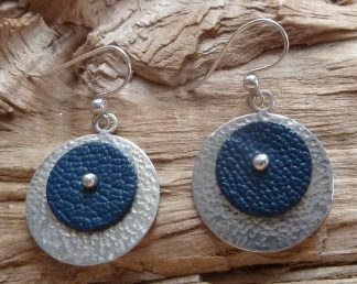 Boucles d'oreille Argent 925, ronde, martelé et Cuir bleu marine