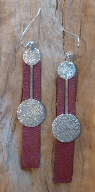 Boucles d'oreille Argent 925 deux ronds reliés par une barre et Cuir bordeaux en rectangle long