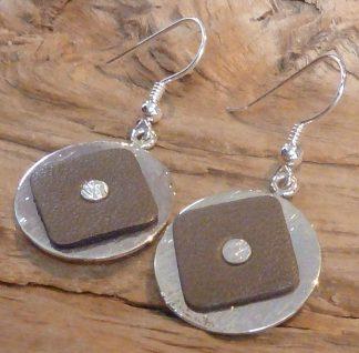 Boucles d'oreille Argent 925 rond martelé vague et Cuir taupe carré