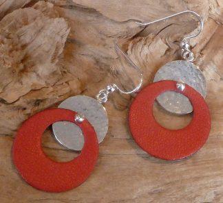 Boucles d'oreille Argent 925 rond martelé bouterolle et Cuir rouge en anneau