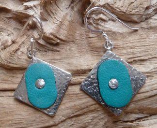 Boucles d'oreille Argent 925 carré, martelé mêlé et Cuir turquoise ovale