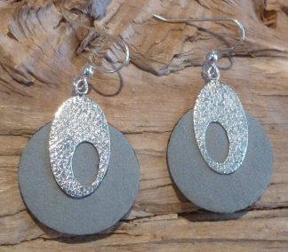 Boucles d'oreille Argent 925 ovale avec une découpe ovale et Cuir gris clair, forme ronde