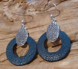 Boucles d'oreille Argent 925 ovale, martelé bouterolle et Cuir bleu marine, forme cercle