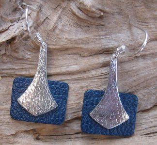 Boucles d'oreille Argent 925, forme goutte pointue et Cuir bleu marine rectangle horizontale