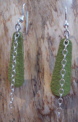 Boucles d'oreille Argent 925 et Cuir vert, forme grande goutte, avec chaîne ovale