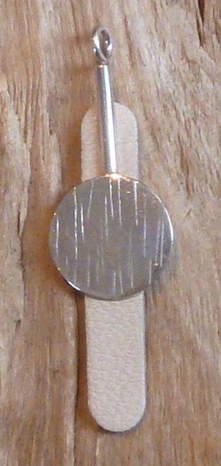 Pendentif Argent 925, un rond avec une barre au dessus et Cuir blanc cassé, ovale allongé