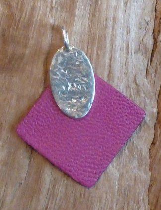 Pendentif Argent 925, ovale, martelé losange et Cuir rose carré