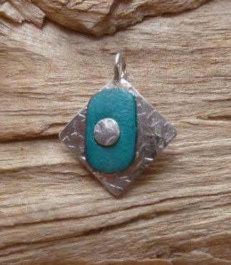 Pendentif Argent 925 carré, martelé mêlé et Cuir turquoise ovale