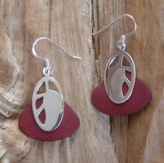 Boucles d'oreille en argent découpé, oval et cuir rouge bordeau en goutte large
