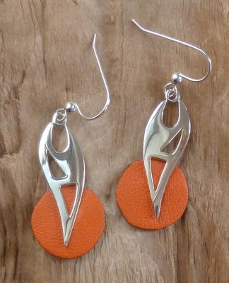 Boucles d'oreille en argent découpé et cuir orange rond
