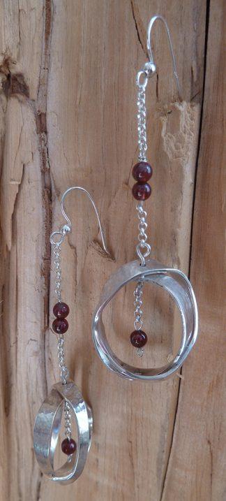 Boucles d'oreille Argent 925 deux anneaux entrelacés et Grenats