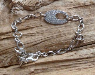 Bracelet Argent 925 ovale avec une découpe ovale, martelé pois