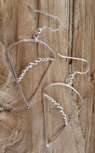 Boucles d'oreille en fil d'Argent 925 forme triangle inversé et perles d'argent