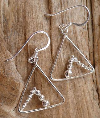 Boucles d'oreille en fil d'Argent 925 forme triangle et perles d'argent