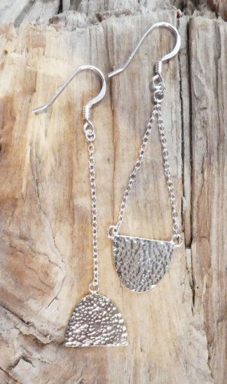 Boucles d'oreille Argent 925 - Une demie-lune, retournée, asymétrie - Brillant - Martelé bouterolle