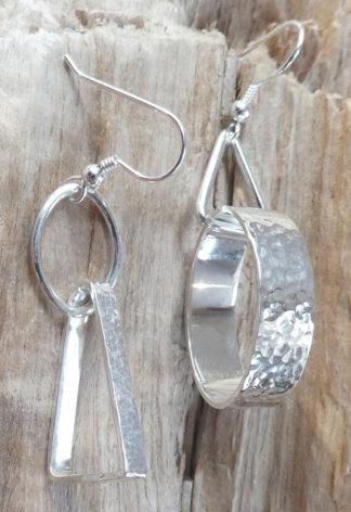 Boucles d'oreille Argent 925, un triangle 3D dans un fil en ovale et un ovale 3D dans un fil triangle, brillant, martelé bouterolle