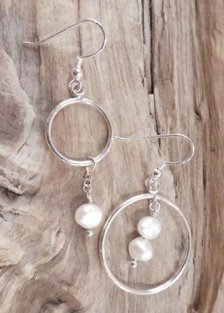 Boucles d'oreille Argent 925 et Perles - forme ronde en fil avec des perles soit intérieurs soit extérieur.